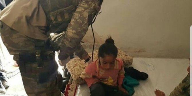 Mehmetçikten Afrin'deki sivil halka yardım eli