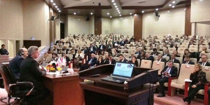Karacoşkun Konferansa Katıldı