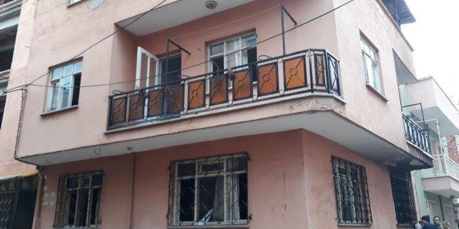 Yangında mahsur kalan 3 kişiyi itfaiye kurtardı