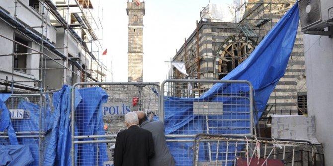 Diyarbakırlı esnaf ve vatandaşların Dört Ayaklı Minare sevinci