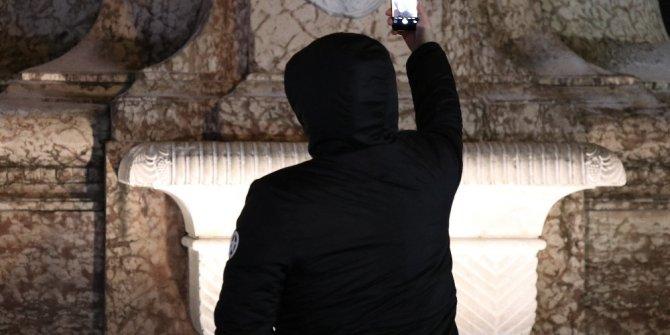 Taksim'de turistlerin Kar selfiesi