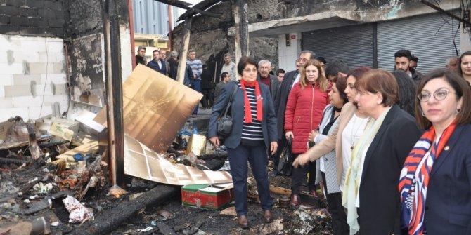 CHP'li vekiller yangın çıkan pazar yerindeki esnafı dinledi