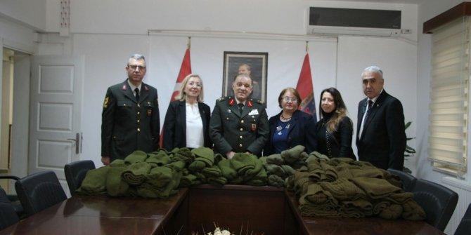 "Annelerden Mehmetçiğe ""sevgi ilmeği"""