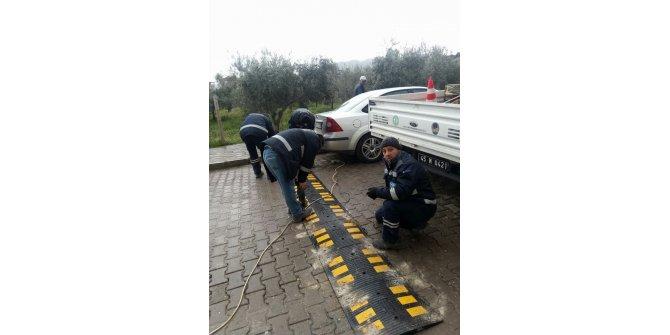 Öğrencilerin güvenliği için kasis ve levhalar yerleştirildi
