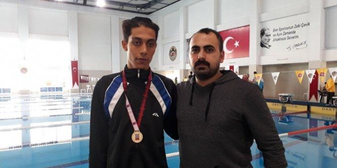 Görme engelli yüzücü Türkiye Şampiyonu oldu