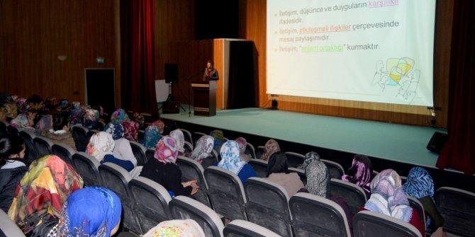 """İpekyolu'nda """"Aile İçi İletişim"""" semineri"""