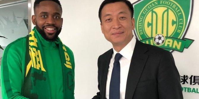 Cedric Bakambu resmen Beijing Guan'da