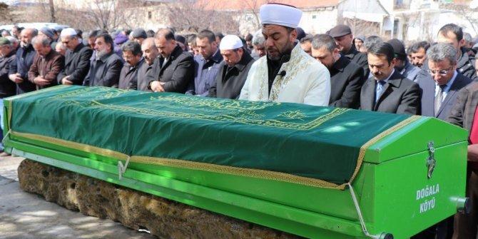 Kale direği devrilerek ölen çocuğunun cenaze namazını, imam babası kıldırdı