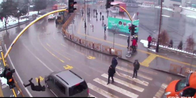 Kırmızı ışık ihlali yapan otomobilin çarptığı genç havaya uçtu