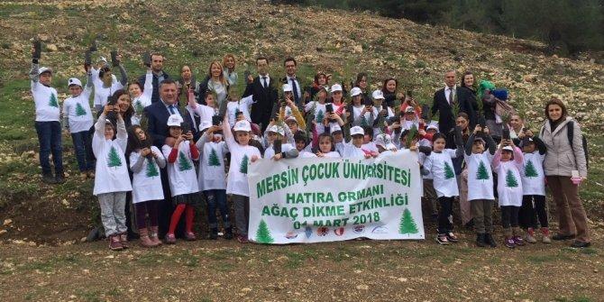 Mersin Çocuk Üniversitesi hatıra ormanında fidanlar toprakla buluştu