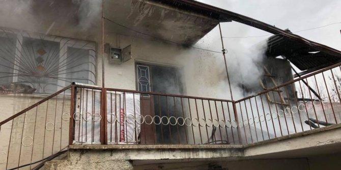 Elazığ'da 2 ayrı ev yangını