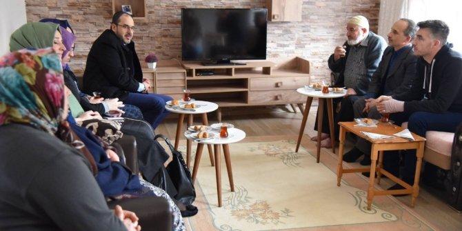 Başkan Ayaz, vatandaşları ziyaret etmeye devam ediyor