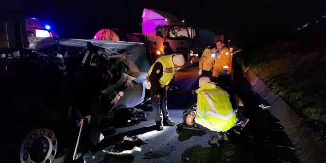 TEM'de 2 tır çarpıştı, 4 kişi yaralandı