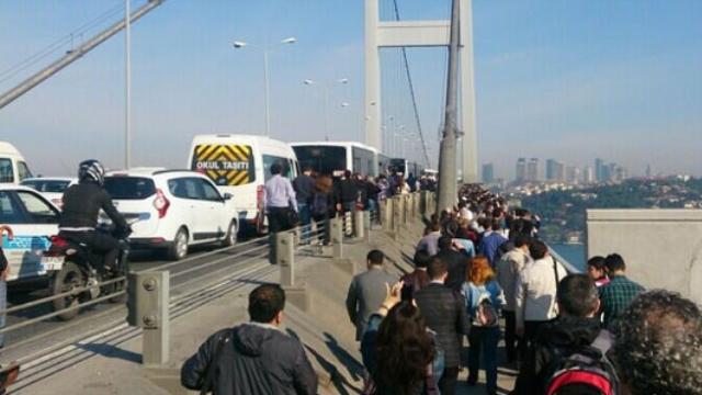 Boğaziçi Köprüsü'nü Yürüyerek Geçtiler