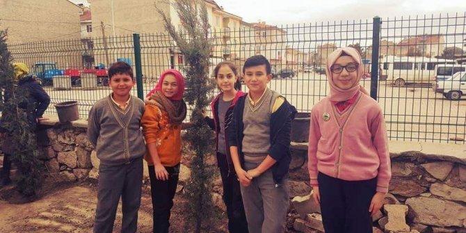 Aslanapa'da okullarda fidan dikme etkinliği yapıldı