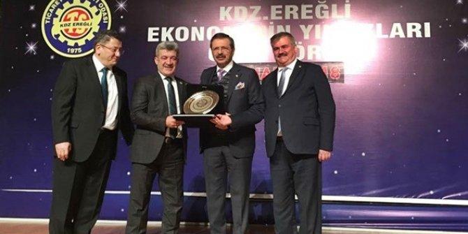 Başkan Yiğit, TOBB Başkanı Hisarcıklıoğlu'ndan plaket aldı
