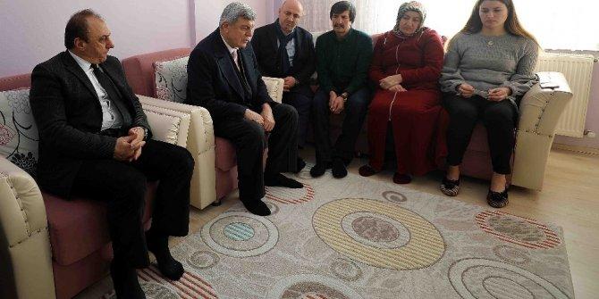 Başkan Karaosmanoğlu'ndan Fırat Kalkanı şehidinin ailesine ziyaret