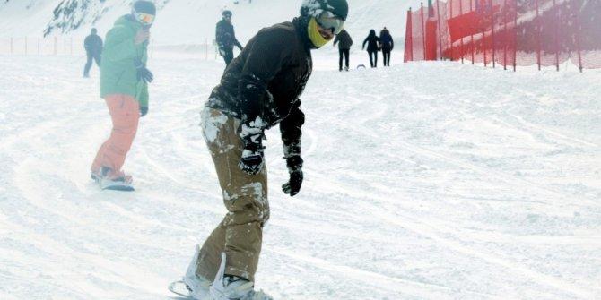 Yağan karla Palandöken'de kar kalınlığı 95 santimetreye ulaştı
