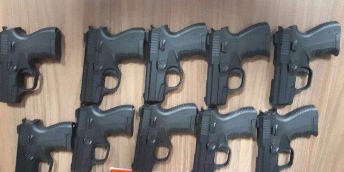 Trabzon'da mısır unu çuvalına saklanmış 10 adet silah ele geçirildi