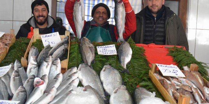 Tezgahlarda balık fiyatları düşmüyor