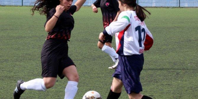 Okullar arası futbol grup müsabakaları Manisa'da başladı