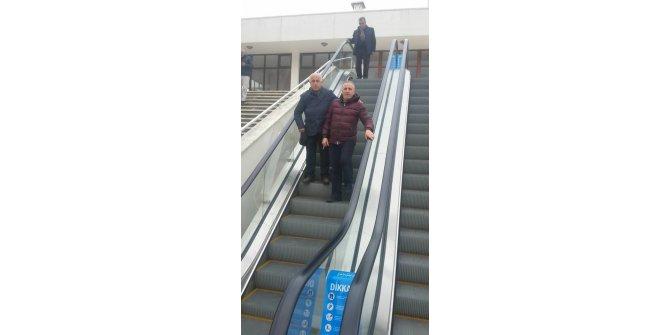 Yürüyen merdiven yaşlılar için hizmet veriyor
