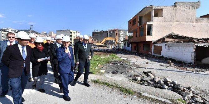 İzmir Büyükşehir, Örnekköy'de ilk yıkımları gerçekleştirdi