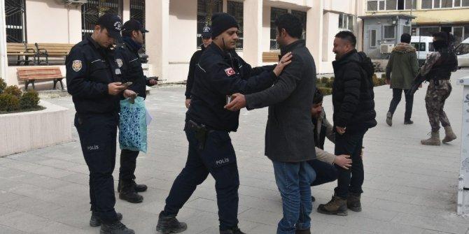 Hakkari'de 450 polisle asayiş uygulaması yapıldı
