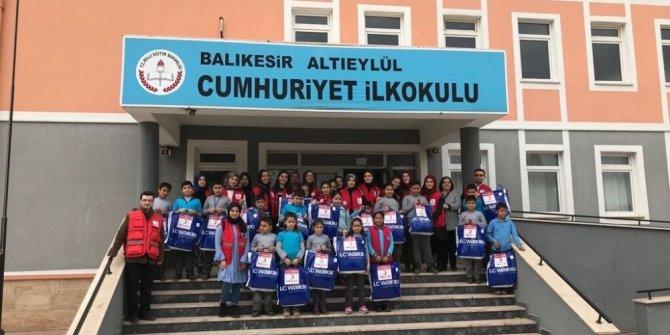 Kızılay'dan öğrencilere yardım