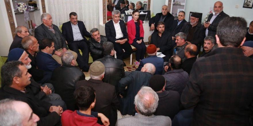 AK Parti referandum için çalınmadık kapı bırakmıyor