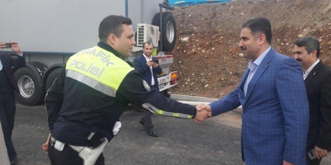 Milletvekili Halil Fırat nöbet tutan polislerle bir araya geldi