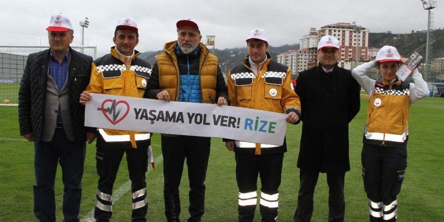 """Çaykur Rizesporlu futbolculardan """"Yaşama Yol Ver"""" kampanyasına destek"""