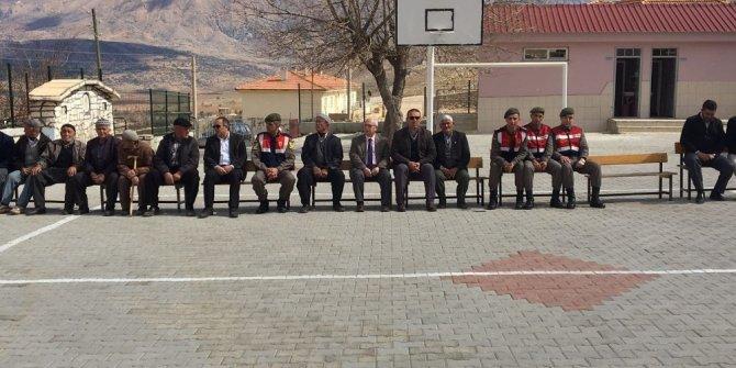 Korkuteli'de öğrencilerden Mehmetçik Vakfı'na bağış