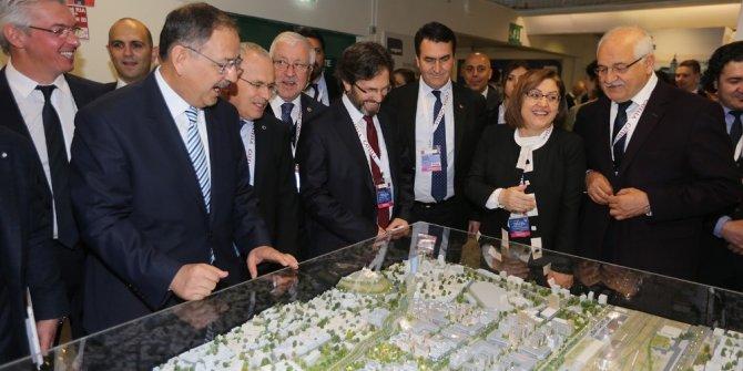 Gaziantep Fansa Mıpım Fuarı'nda Yabancı Yatırımcılara Anlatılıyor