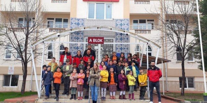 Öğrenciler DAK ile huzurevini ziyaret etti