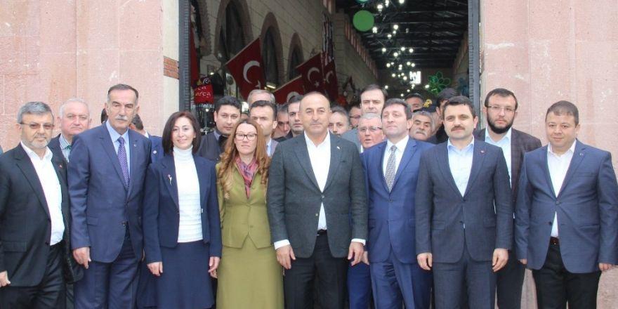 Çavuşoğlu'ndan Fırat Kalkanı şehidinin ailesine ziyaret