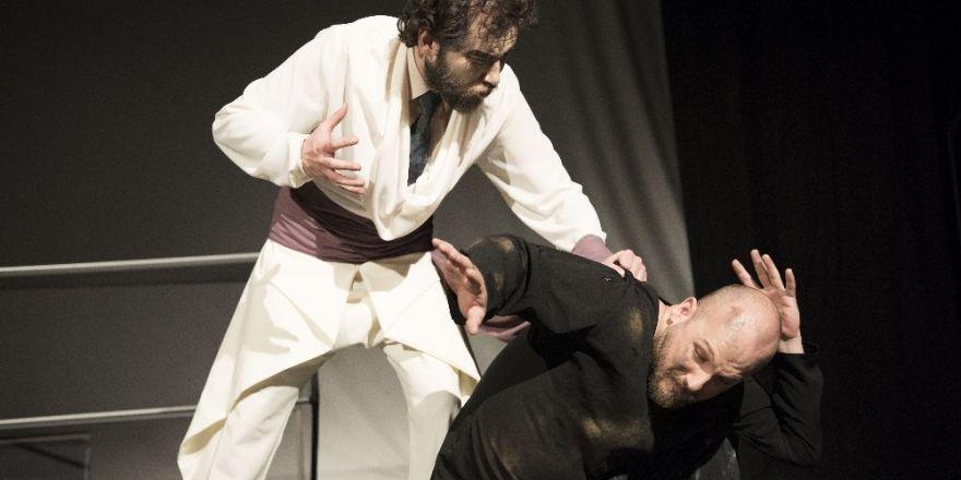 """Tiyatro Anadolu """"Kundakçı"""" ile ayakta alkışlandı"""