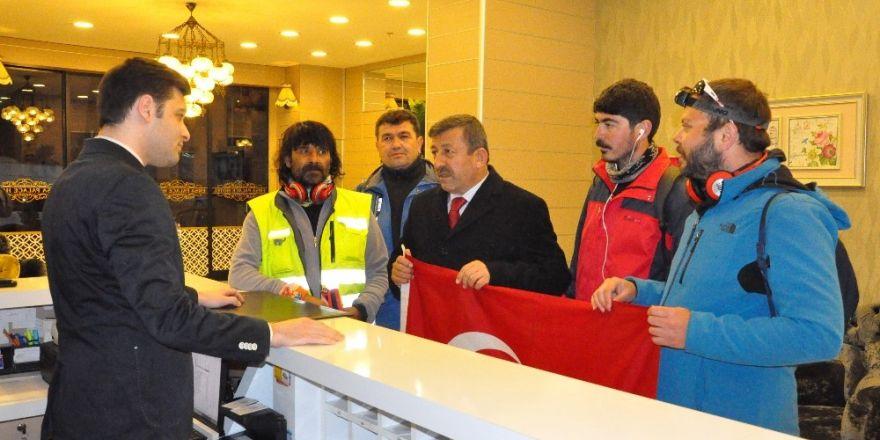 """Başkan Karabacak, """"Kardeşlik için Evet"""" diyen aktivistler ile yürüdü"""