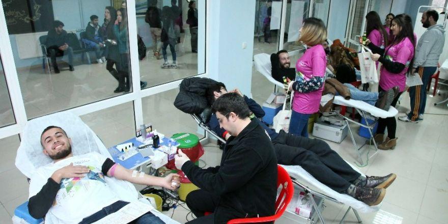GAÜN öğrencileri kan bağışında bulundu