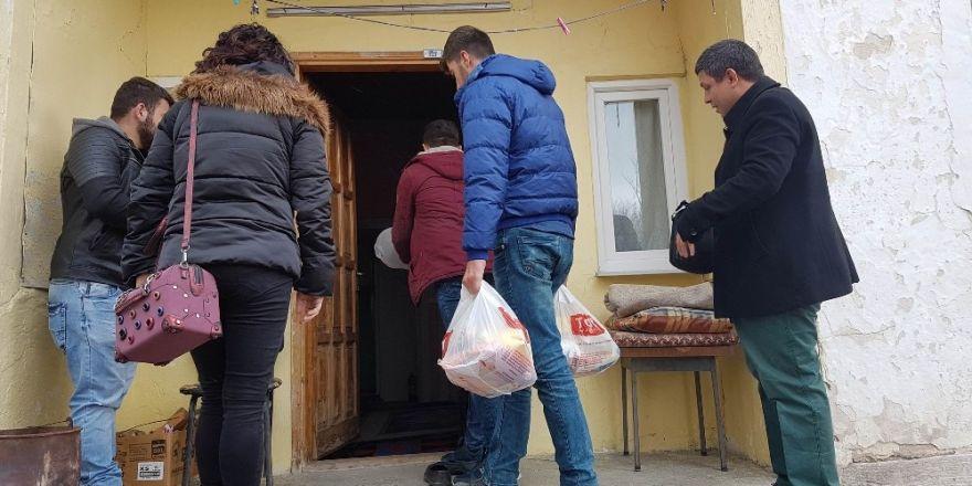 Yıldızeli'nde ihtiyaç sahibi ailelere gıda yardımı