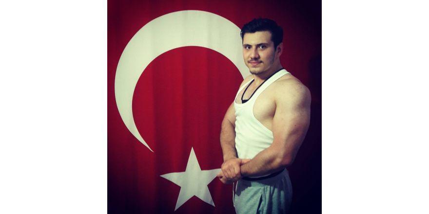 Bilek güreşinde Türkiye ikincisi olan Yunus, Hisarcık'ın gururu oldu