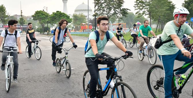 Pendik Belediyesi Bisiklet Eğitimi Veriyor