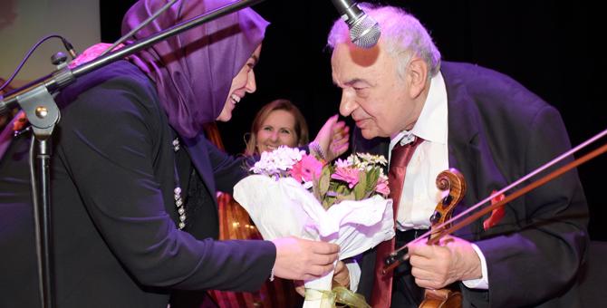 Tuzla'nın Eskimeyen Sesler Korosu Gönüllere, Mesajlar Gençlere Hitap Etti