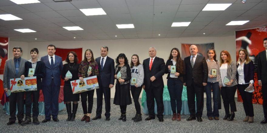 """""""Mehmet Akif Ersoy'a Mektup"""" yarışmasında ödüller verildi"""