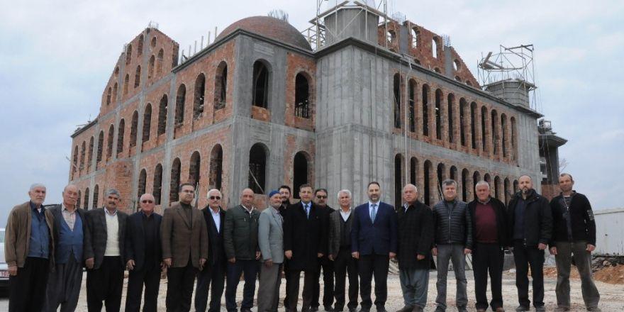 Kaymakam Pamuk, Koyuncu Yeni Merkez Cami inşaatını inceledi