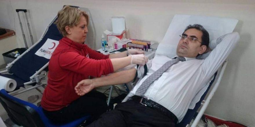 Çifteler Kaymakamı Ağca'dan kan bağışı kampanyasına destek