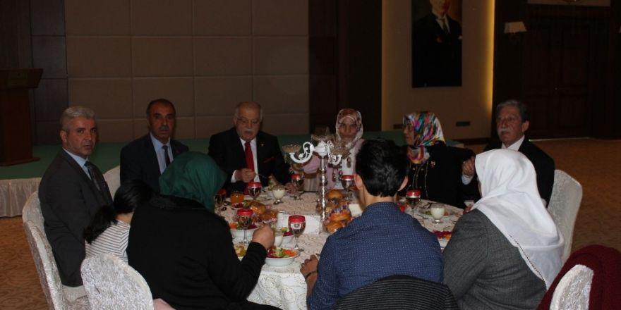 Şehit Aileleri Yemekli toplantıda Kırşehir protokolü ile bir araya geldi