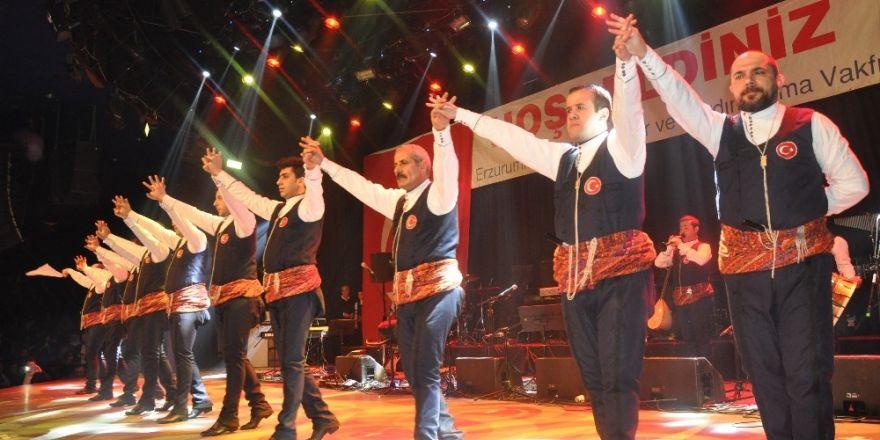 Dadaşlar, İstanbul'dan dünyaya Türk bayraklı Milli Birlik mesajı verdi