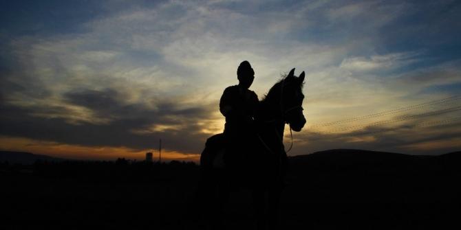 Atalarını ziyaret için atla 100 kilometre yol katettiler