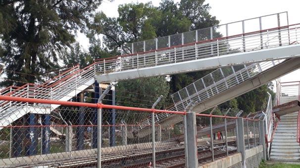 İzmir'de Facia Köprü Metro Hattının Üstüne Çöktü